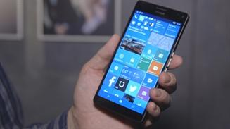 Lumia en mano con Windows Phone